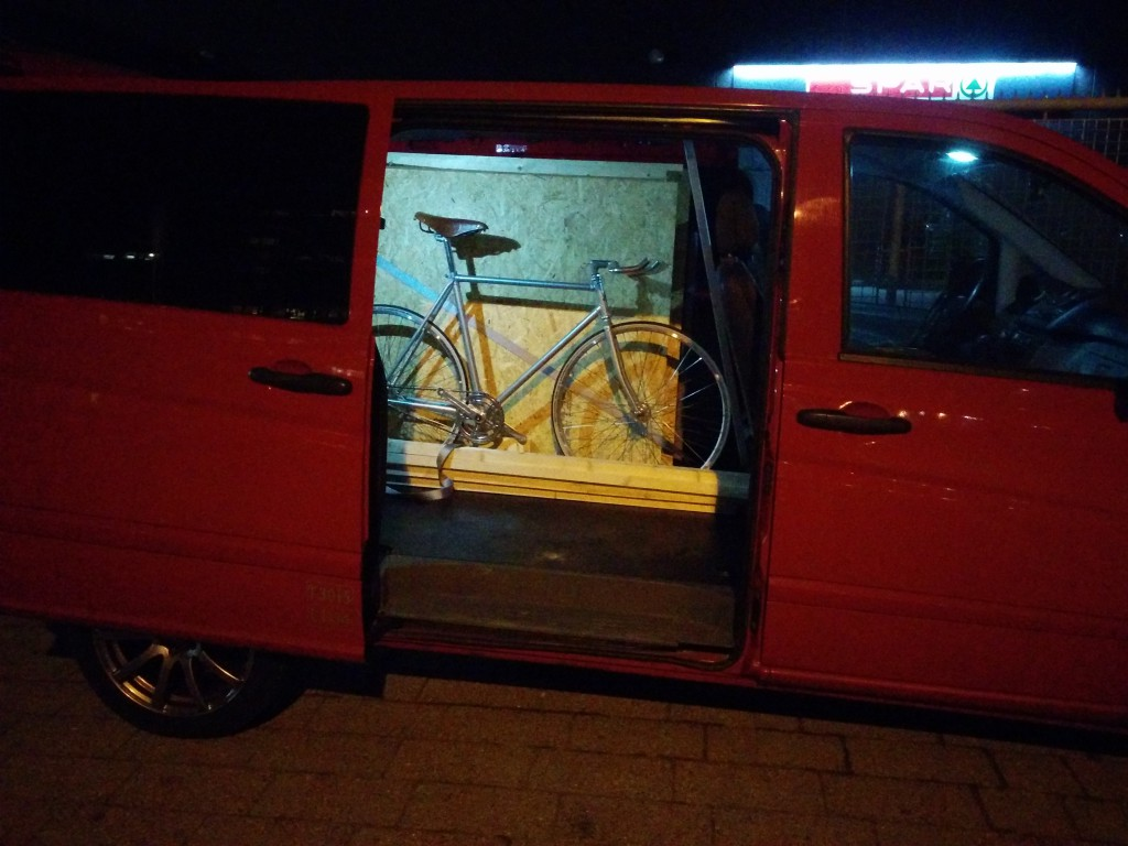 Packing the car for Berliner Fahrradschau 2016