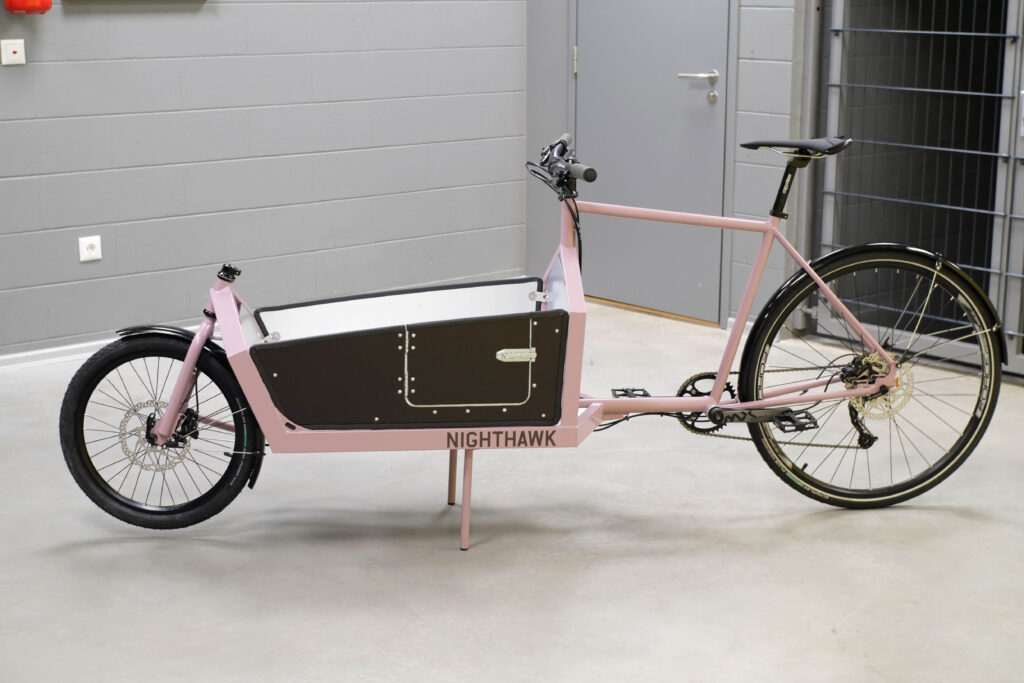 Nighthawk cargo bike sidepanel pass door